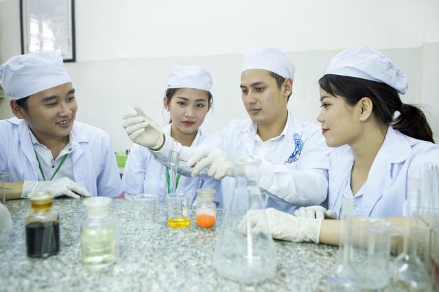 Khối B có rất nhiều ngành nghề phù hợp dành cho nữ giới