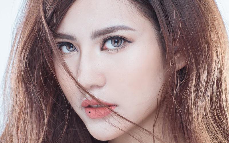 Phụ nữ có nốt ruồi ở môi dưới thường là những người sống nội tâm